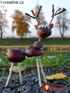 Basteln mit Kastanien Crafts with chestnuts Cheap Fall Crafts For Kids, Easy Fall Crafts, Diy For Kids, Kids Crafts, Diy And Crafts, Conkers Craft, Halloween Crafts, Christmas Crafts, Acorn Crafts