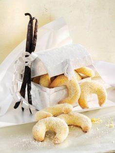 Nejlepší cukroví podle redakce: Co u nás na stole mizí jako první?   Recepty.Blesk.cz Camembert Cheese, Dairy, Food, Christmas, Xmas, Essen, Navidad, Meals, Noel