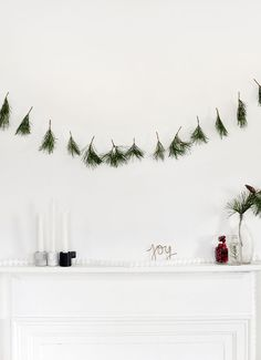 8 DIY Refreshing Green Decorations For Christmas We all used to decorate glitter, red and emerald, pine cones and artificial snow for Christmas, but also today's popular style . Diy Christmas Garland, Simple Christmas, Christmas 2019, Christmas Crafts, Christmas Decorations, Xmas, Holiday Decor, Prim Christmas, Halloween Decorations