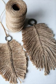 DIY: Macramee feathers from jute yarn. I would use macrame cordGrande Macramé Feathers You guys are loving the addition of grey to the collection Cant wait to bring you the rest of the colours in the largest size .What about these, super large in le DIY: Yarn Crafts, Diy And Crafts, Arts And Crafts, Twine Crafts, Homemade Crafts, Decor Crafts, Diy Projects To Try, Craft Projects, Garden Projects