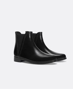 "Gummistiefeletten im Chelsea-Boots-Stil ""New"" - OYSHO"
