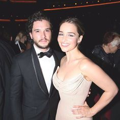 Kit Harington and Emilia Clarke 😍🔥 @peterdinklageig @gameofthronesscene