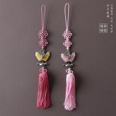 전통의 아름다움 은새 노리개 . . 아름답게 지은 우리옷 www.yujuboutique.com . . . . #여아한복 #노리개 #한복스타그램 #한복후기 #화동한복 #아동한복