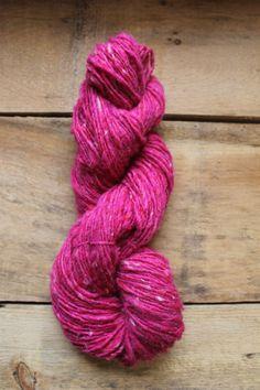 Handspun Single Wool Yarn Dyed Raspberry 137 by Tillhandahalla