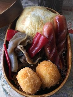 《マルティンのお弁当》 あり合わせの茶巾寿司お弁当。 バタバタな朝でした〜^^;