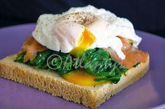 Terapia do Tacho: Tosta de salmão fumado com espinafres e ovo escalfado (Smoked…