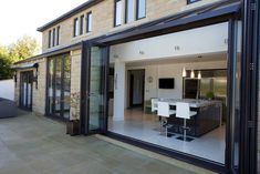 Huddersfield Kitchen Extension par Architecture in Glass by AproposUK Kitchen Diner Extension, House Design, House, Indoor Outdoor Living, Sliding Folding Doors, New Homes, Open Plan Kitchen, Concertina Doors, Kitchen Extension