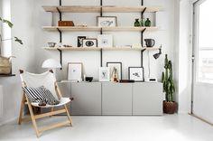 Open storage with shelves and cabinets, grey, black and wood. Scandinavian style decor and interior. Art wall. Öppna hyllor, snygg förvaring, grå skåp, fällstol, tavelvägg.