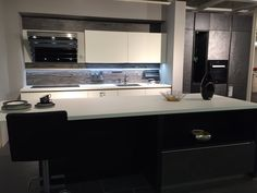 Moderne Küche mit exklusiver Front...