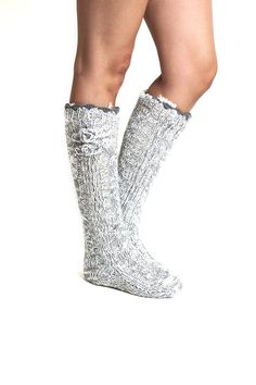 perfect for during labor & delivery in a damn-cold hospital room! on pop sugar site.for any pregnant daughter-in-law of mine! Pregnant Best Friends, Pregnant Sisters, Slipper Socks, Slippers, Gifts For Pregnant Women, Hospital Gifts, Hospital Room, Hospital Bag Essentials, Daughter In Law Gifts
