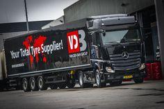 Vijf nieuwe Mercedes-Benz Actros 1842 LS trucks met BigSpace-cabine werden  door ROGAM afgeleverd bij Pregon in Hellevoetsluis.