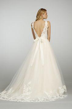 ホワイトカラーのサッシュが可憐!愛らしいAラインドレス♡ オスカーデラレンタの花嫁衣装・ウエディングドレスまとめ。