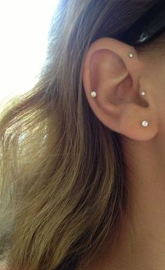 10 unique and beautiful ear piercing ideas, from minimalist studs to extravagant jewels Forward helix, tragus, and helix. literally all the piercings I looked at getting. Piercing Anti Helix, Piercing Implant, Tattoo Und Piercing, Smiley Piercing, Vertical Tragus Piercing, Triple Ear Piercing, Flat Piercing, Forward Helix Piercing, Pretty Ear Piercings