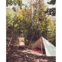 【countrybreeze_tackne】さんのInstagramをピンしています。 《SIMPLE IS BEST🎵 #camping #outdoors #classiccamping #campingintheoldstyle #wilderness #simple #tarp #sleepingbag #natural #trappernelson #forest #キャンピング #アウトドア#クラシックキャンピング #ウィルダネス #シンプル #タープ #スリーピングバッグ #寝袋 #ナチュラル #トラッパーネルソン #森 #OldTimerな気分で行こう❗️ #CountryBreeze_TrueNorth_pr🌲 #OutfittersBedroll #アウトフィッターズベッドロール #BeaverWalkingStick #ビーバーウォーキングスティック #ClassicFoldingBucksawWithCase #折りたたみノコギリ》