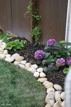Cool 30+ Like The Idea River Rock and Ground Cover https://gardenmagz.com/30-like-the-idea-river-rock-and-ground-cover/