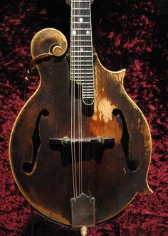 Gibson Mandolin Signed by Lloyd Loar July 1923 Bill Monroe, Bluegrass Music, Cigar Box Guitar, Kinds Of Music, Musical Instruments, Violin, Cigar Boxes, Cameras, Banjos