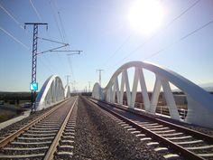 Viaducto de Ruidellots, ubicado entre esta localidad y Vilobí d'Onyar. Cruza la autopista AP-7 en las inmediaciones del aeropuerto de Girona y tiene una longitud de 109 metros