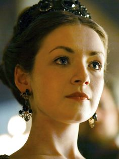 younger Edith Gamwell? her hair is slightly lighter than this... (Sarah Bolger)