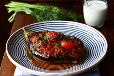 "Vinete umplute cu legume la cuptor, rețeta turcească ""İmam bayıldı"" My Recipes, Recipies, Look And Cook, Meatloaf, Tandoori Chicken, Menu, Good Food, Food And Drink, Vegetarian"