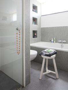 valkoinen, harmaa, kylpyhuone, mosaiikki,moderni, grey, whit, bathroom, mosaic tiles, modern
