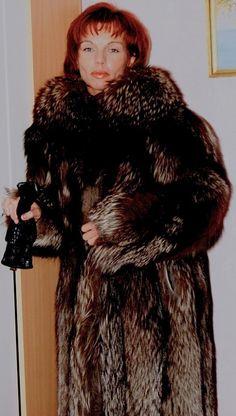 Fox Fur Coat, Fur Coats, Fur Fashion, Womens Fashion, Furs, Beautiful Women, Nice, Silver, How To Wear