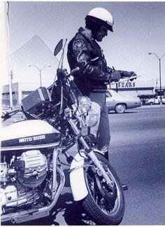 Policia estadounidense con una Guzzi. Más en www.elgrancapitan.org/foro