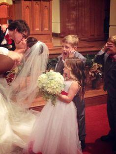 Great wedding photo idea.