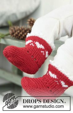 DROPS Christmas socks with heart border in Baby Merino. Free pattern by DROPS Design. Baby Knitting Patterns, Baby Booties Knitting Pattern, Knit Baby Booties, Knitting Socks, Baby Patterns, Free Knitting, Free Crochet, Drops Design, Socks