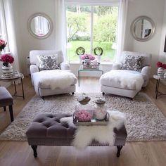 Must have a matter bedroom like this! God morgen skjønne instavenner☕️Ha en fin fredag og en god helg☀️_______________________________________Good morning dear igfriends☕️Have a nice Friday and a lovely weekend☀️ Shabby Chic Living Room, Cozy Living Rooms, Apartment Living, Living Room Decor, Living Spaces, Bedroom Decor, Home And Living, Apartment Ideas, Small Living