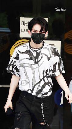 Kpop Iphone Wallpaper, All About Kpop, Boyfriend Pictures, Sung Hoon, Kpop Guys, Flower Boys, Handsome Boys, K Idols, Future Husband