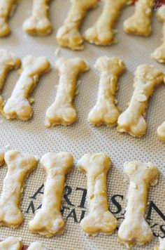 Instead of using white flour in your dog cookies or any other homemade canine food, you can utilize entire grains like quinoa, oats and brown rice rather. Dog Biscuit Recipes, Dog Treat Recipes, Healthy Dog Treats, Dog Food Recipes, Doggie Treats, Homemade Dog Cookies, Homemade Dog Food, Baked Caprese Chicken, Trout Recipes