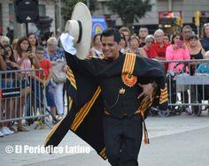 Como cada año los integrantes del Grupo Perú, Ritmos y Costumbres deleitaron a los presentes con sus tradicionales bailes peruanos de cara a lo que será el Concurso Internacional Extraordinario de Marinera en Barcelona.