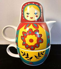Matryoshka Russian nesting doll tea for one stacking teaset (teapot & cup) . painted in red, yellow and blue, ceramic Tea For One, My Cup Of Tea, Tea Cup Set, Tea Sets, Cute Teapot, Cafetiere, Matryoshka Doll, Tea Cozy, Coffee Set