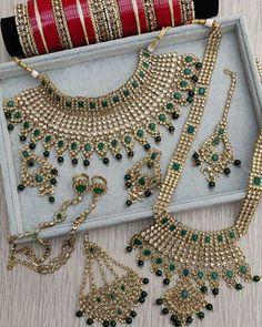 Bridal Jewellery Inspiration, Pakistani Bridal Jewelry, Indian Bridal Jewelry Sets, Bridal Bangles, Wedding Jewelry Sets, Bridal Kundan Jewellery, Wedding Jewellery Collections, Kundan Set, Bridal Necklace