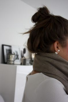 Homevialaura | Balmuir Highland cashmere scarf in sand | Mise en Dior style earrings | double pearls | messy topknot bun