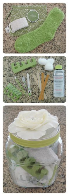 "Easy DIY ""Pedicure in a Jar"" Beauty Gift Set: Just add socks, soap, toe… - Mason Jar Gifts, Mason Jars, Diy Jars, Spa In A Jar, Diy Cadeau Noel, Diy Mothers Day Gifts, Ideias Diy, Mother's Day Diy, Spa Gifts"