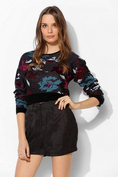 Glamorous Floral Cropped Sweater #UrbanOutfitters