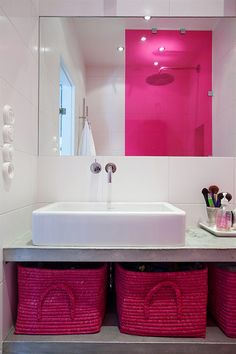 pink glass shower wall and pink storage baskets Bathroom Accents, White Bathroom, Small Bathroom, Feminine Bathroom, Bathroom Baskets, Hot Pink Bathrooms, Beautiful Bathrooms, Grey Room, Pink Room