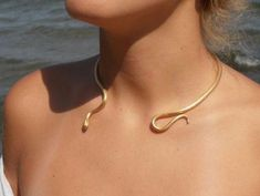 "Single Loose Snake necklace "" Ofis "" handmade BRASS metal in gold-plated Gold Choker Collar Necklace/ Minimal Gold Choker Collar de serpiente suelta individual '' Ofis '' de ConstantinosCollect Snake Necklace, Collar Necklace, Snake Jewelry, Choker Necklaces, Diamond Necklaces, Pearl Necklace, Snake Bracelet, Snake Ring, Pendant Necklace"