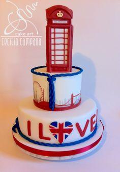 London cake with telephone cabin. #fondant #sugarpaste #ceciliacampana #sugarart #cake #modelling #london London Cake, Pub, Sugar Paste, Cake Art, Telephone, Sweet 16, Fondant, Cabin, Desserts