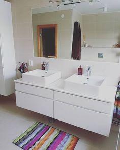 snapshots styrelse dubbelhandfat badrum karriär mest aktuell My sister's bathroom, marble countertop and harmony tiles in beige. Room Wall Tiles, Shower Mirror, Floating Cabinets, Bathroom Marble, Beige Bathroom, Diy Coffee Table, Black Cabinets, Concrete Design, Bathroom Inspo