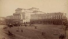 Warszawa – Teatr Wielki, a jeszcze większy plac Teatralny przed nim