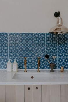 What a dreamy set up. A simple undermount sink and resilient quartz worktop, a pair of our beloved Mayan taps, some colourful splashback… Devol Kitchens, Splashbacks For Kitchens, Diy Kitchens, Blue Tiles, Blue Kitchen Tiles, Modern Kitchen Tiles, Kitchen Contemporary, Geometric Tiles, Patterned Kitchen Tiles