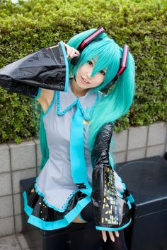 Hatsune Miku cosplay - Ridiculous vegetable juice commercial! http://www.youtube.com/watch?v=T0-2lzA7_Cg