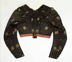3-piece ensemble, Met, C.I.39.13.220a–d. Dated 1750; may be date of textile. Ensemble from 1790s. Includes skirt, sleeved spencer, and sleeveless spencer/overbodice. Back of sleeved spencer. 18th century bodice construction; probably boned. V-shaped back neckline. Sleeves cut back over shoulder blades.