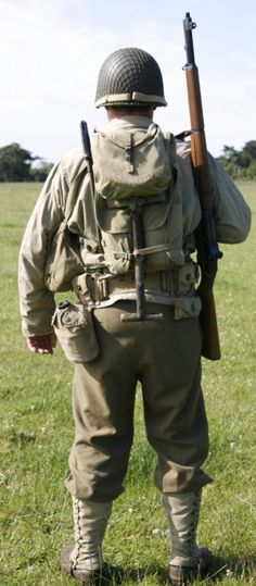 The basic infantry uniform showing the & Pack& Photo cou. The basic infantry uniform showing the & Pack& Photo courtesy of the First Infantry Division Reenactment Group Source by dinaa. Military Gear, Military Equipment, Military History, Military Figures, Military Diorama, Ww2 Uniforms, Military Uniforms, American Uniform, Army Gears