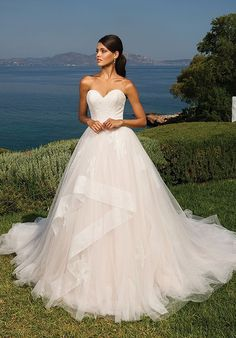 Wedding Dress 8951 by Justin Alexander - Search our photo gallery for pictures of wedding dresses by Justin Alexander. Find the perfect dress with recent Justin Alexander photos. Wedding Dress Sizes, Perfect Wedding Dress, Dream Wedding Dresses, Wedding Gowns, Dundee, Tulle Ball Gown, Ball Gowns, Tulle Lace, Justin Alexander Bridal
