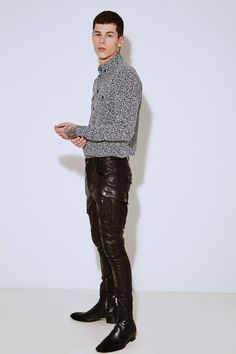guys in leather pants. Men's Fashion, Young Fashion, Unisex Fashion, Leather Fashion, Mens Leather Pants, Tight Leather Pants, Leather Jacket Outfits, Casual Wear, Men Casual