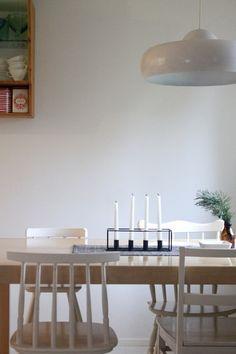 keittiö,ruokailutila,ruokapöytä,tuolit,musta