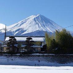 Fuji-san  #montfuji #fujisan #kawaguchiko #japan #japon #weekend #travel #trip #cult #instatravel #beautiful #mountain #snow #sun (by candiceluxr)